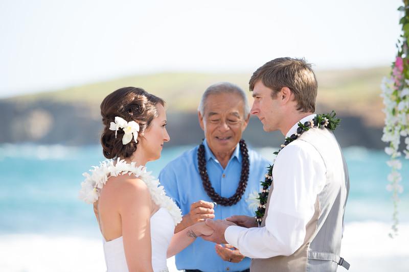 gillin beach kauai wedding-103.jpg
