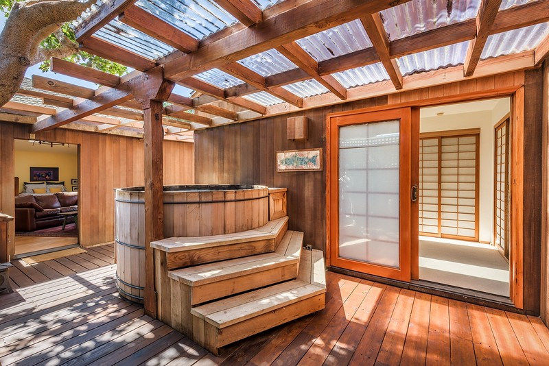 Hot Tub with Entry to Guest Suites