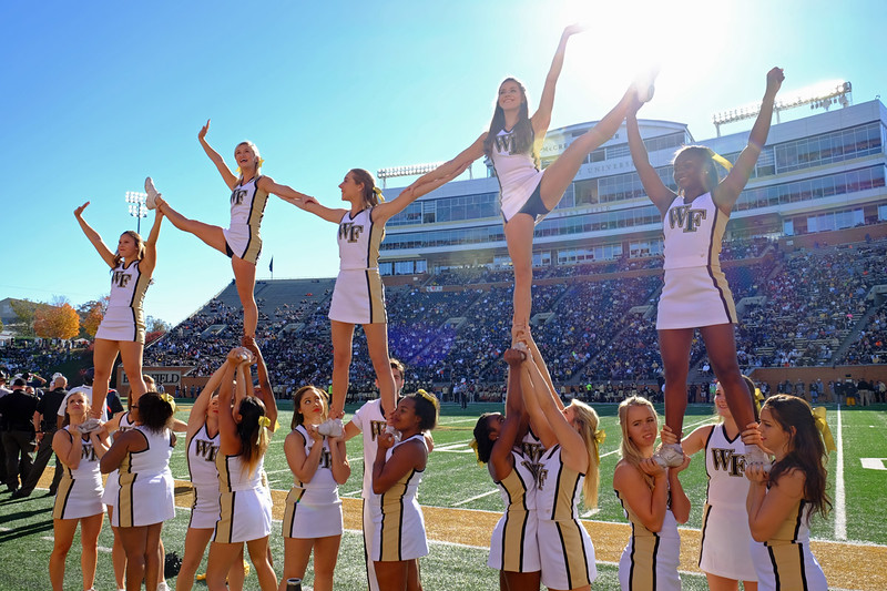Cheerleader pyramid.jpg