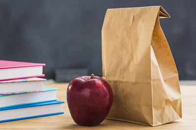 put-food-safety-first-when-packing-childrens-school-lunches