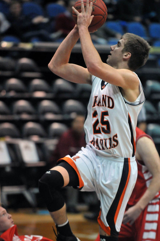 . Grand Rapid\'s Alex Illikainen scores two points in the first half. (Pioneer Press: Scott Takushi)