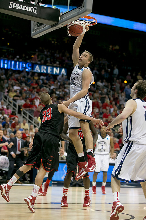 . Metro State University\'s Jonathan Morse (44) dunks the ball over Drury University\'s Alex Hall (33) as they compete during the Division II Men\'s Basketball Championship held at Philips Arena in Atlanta, GA. Dury defeated Metro State 74-73 to win the national title.   Rudy Gonzalez/NCAA Photos