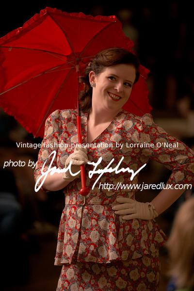 vintage_fashion_show_09_f2913416.jpg