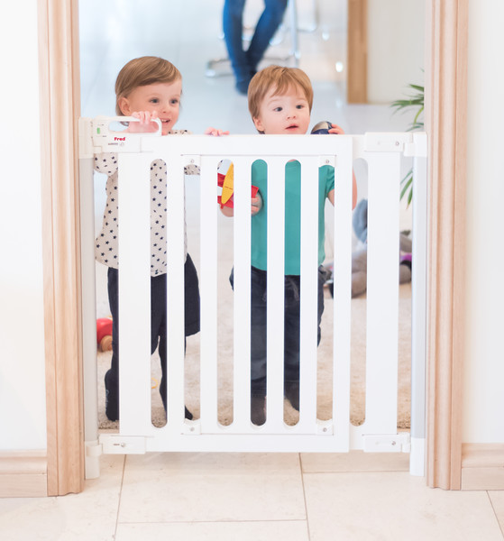 Fred_Stairgates_Screw_Fit_Wooden_Gate_Lifestyle_white_head_up.jpg