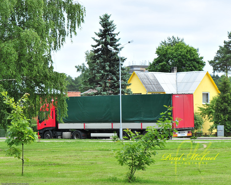 Geltona, Zalia, ir Raudona.  Yellow, Green and Red.  Colors of the Lithuanian Flag.