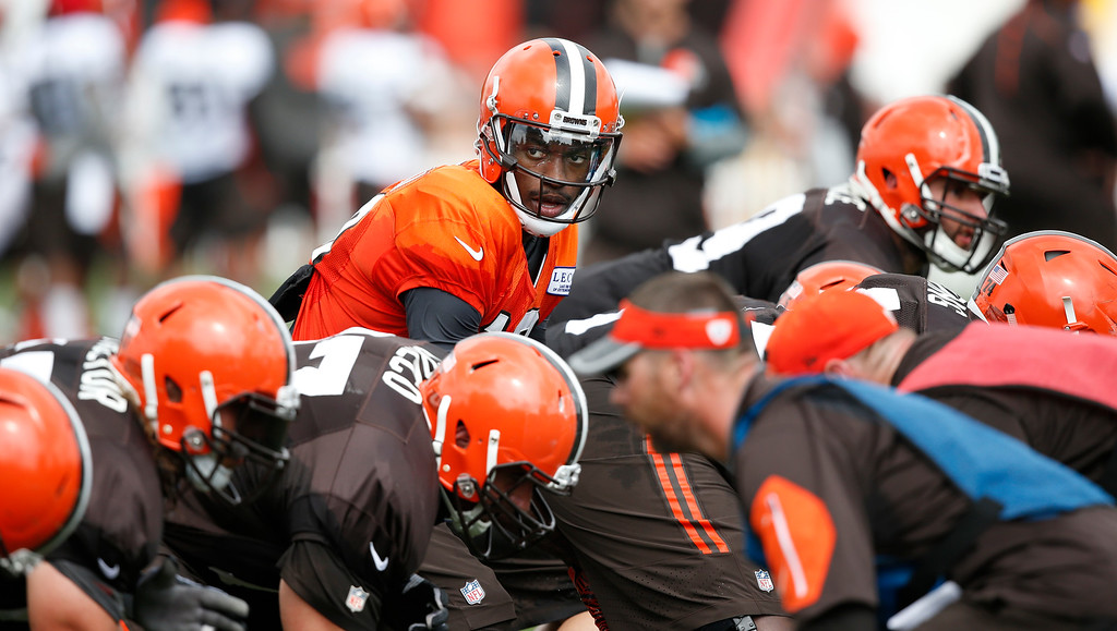 . Cleveland Browns quarterback Robert Griffin III calls a play at the NFL football team\'s training camp Tuesday, Aug. 9, 2016, in Berea, Ohio. (AP Photo/Ron Schwane)