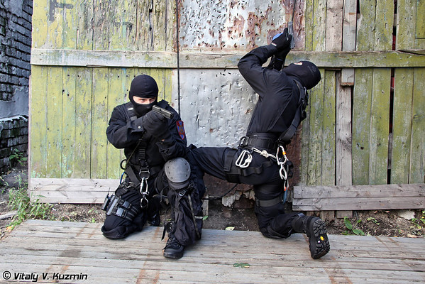 Moscow SOBR rappelling training