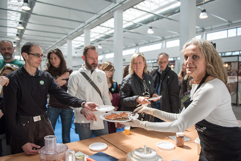 lucca-veganfest-cooking-show-049-b.jpg