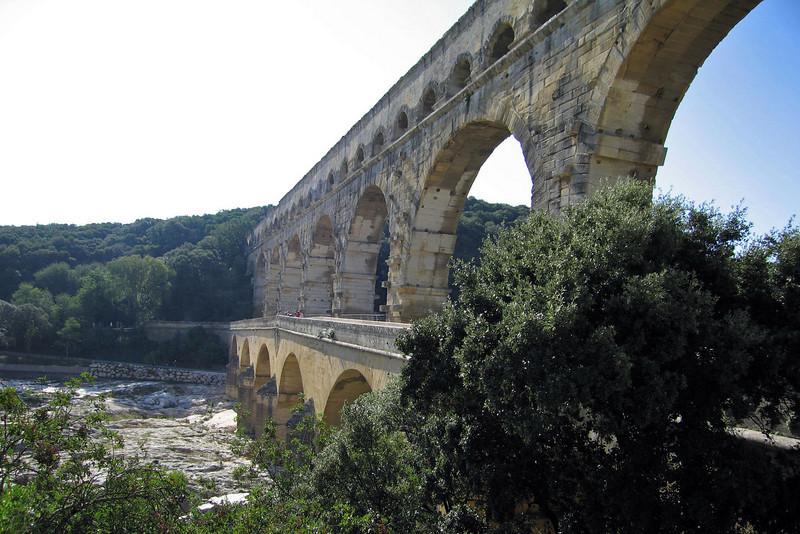 Pont du Gard: aquaduct built by Romans in the 1st century B.C.