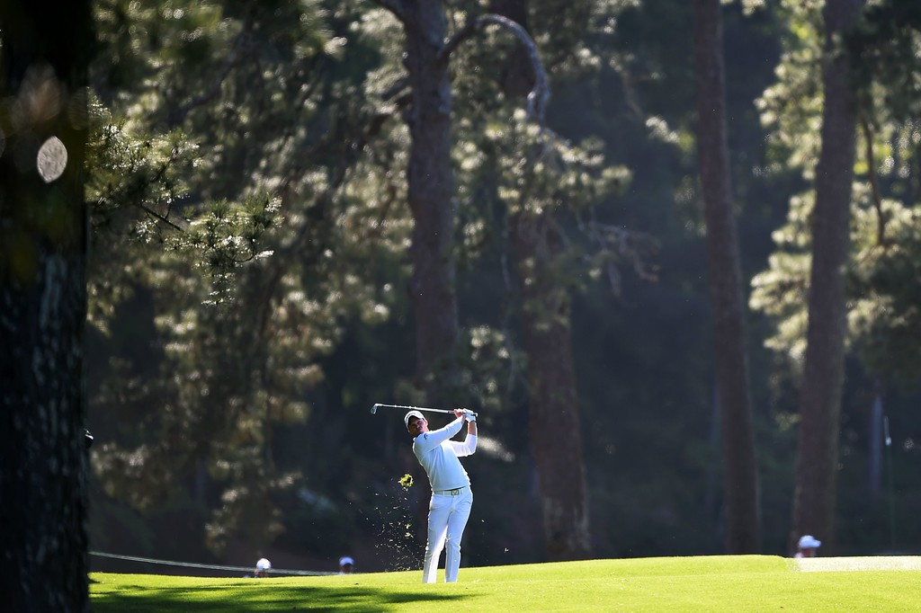 . England\'s Danny Willett plays a shot during Round 4 of the 80th Masters Golf Tournament at the Augusta National Golf Club on April 10, 2016, in Augusta, Georgia. / AFP PHOTO / DON EMMERTDON EMMERT/AFP/Getty Images
