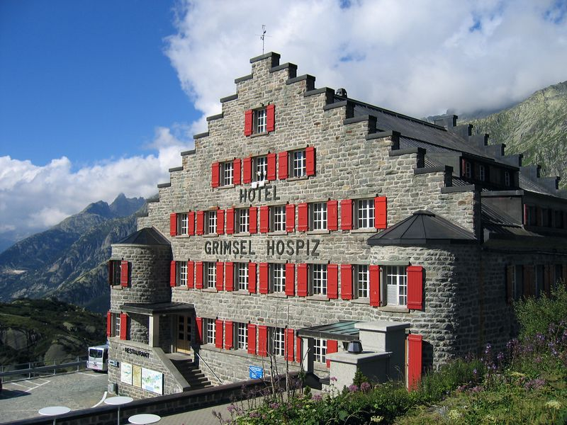 [LG] After climbing Grimsel pass to 2165m, we descend a little to our hotel.