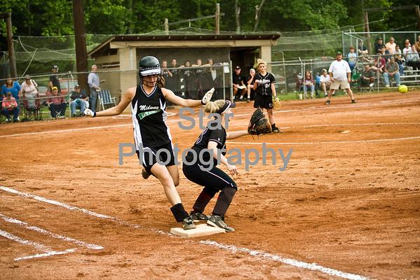 Uhs softball (05-15-09)
