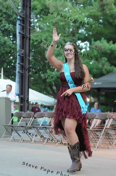 Benton County Fair Queen Katy Ward, 18, of Belle Plaine, participates in the 2017 Iowa State Fair Queen Coronation Ceremony on Aug. 12. (Iowa State Fair/ Steve Pope Photography)