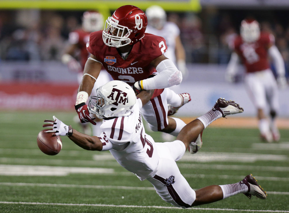 . Texas A&M\'s Kenric McNeal (5) is unable to reach a pass as Oklahoma\'s Julian Wilson (2) defends in the first half of the Cotton Bowl NCAA college football game Friday, Jan. 4, 2013, in Arlington, Texas. (AP Photo/LM Otero)