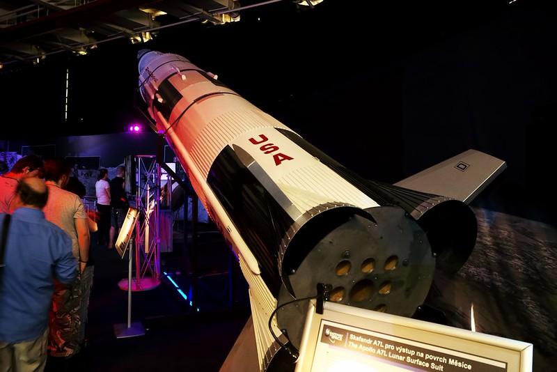 Model rakety Saturn V, která vynesla mise Apollo na cestu k Měsíci