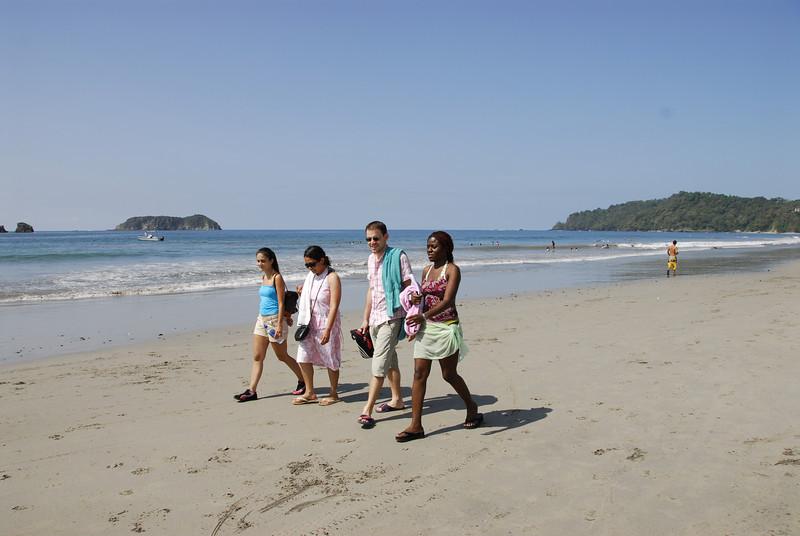 080120 9693 Costa Rica - Manuel Antonio - At the Beach with the Gang _E _L ~E ~L.JPG