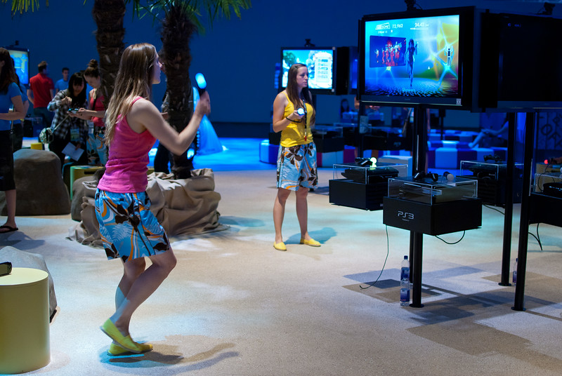 Girl with PS Move at GamesCom 2011