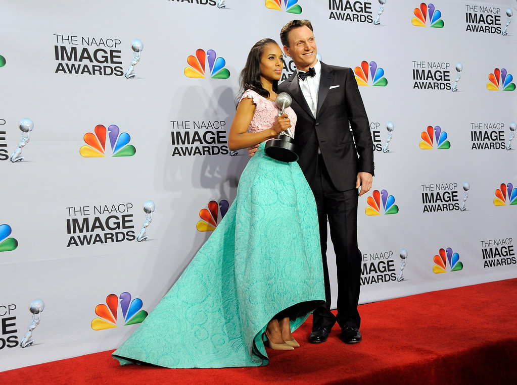 ". Kerry Washington, winner of the award for outstanding actress in a drama series for ""Scandal,\"" left, and Tony Goldwyn pose backstage at the 44th Annual NAACP Image Awards at the Shrine Auditorium in Los Angeles on Friday, Feb. 1, 2013. (Photo by Chris Pizzello/Invision/AP)"