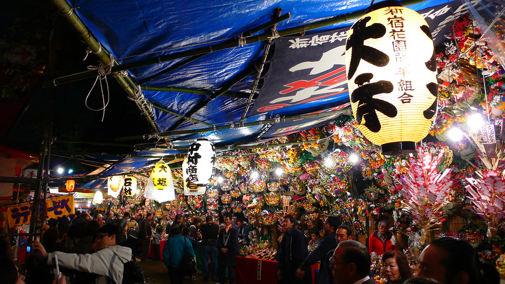 A lively night at Hanazono Shrine Tori no Ichi.