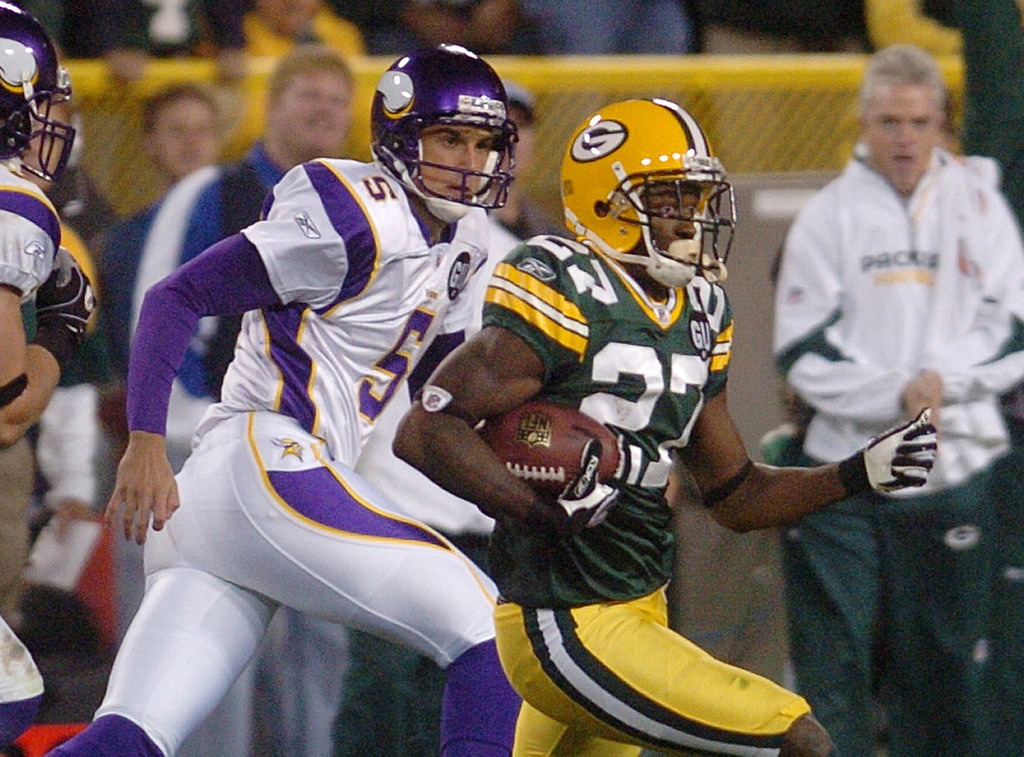 . Green Bay\'s Will Blackmon, right, speeds past Minnesota\'s Chris Kluwe for a 76-yard punt return touchdown in the third quarter at Lambeau Field in Green Bay, Wis. on Monday September 8, 2008.   (Pioneer Press: Richard Marshall)