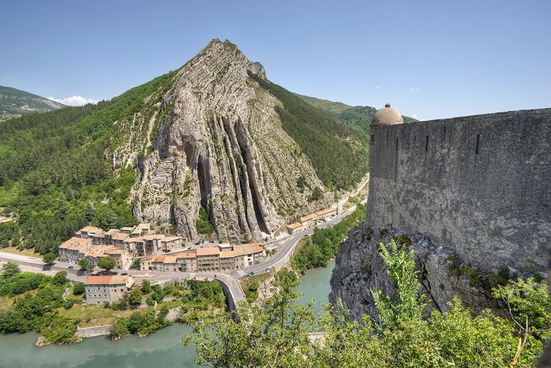 devils-sentry-sisteron-citadel-provence-france.jpg
