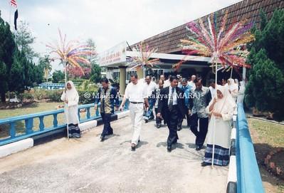 2000 - MAJLIS PENYERAHAN KOMPONEN LATIHAN AUTOMOTIF