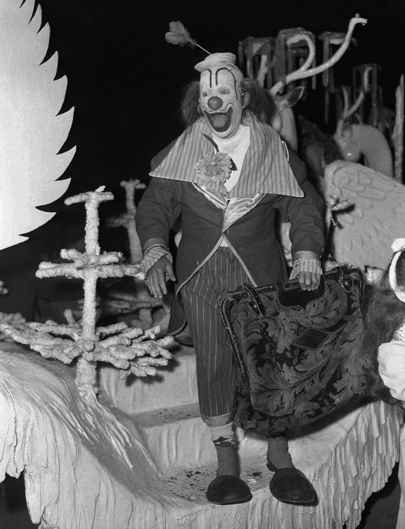. You would never guess it, but this happy go lucky clown is none other than der bingle, Bing Crosby performing in a benefit performance of the Ringling Brothers and Barnum and Bailey circus on Sept. 7,1948 in Hollywood, Calif.     The benefit was held to raise an estimated $250,000 for St. John\'s Hospital.   (AP Photo)