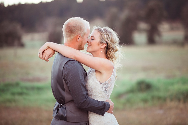 Cle Elum Wedding | The Cattle Barn | Nadia + Jared | Seattle Wedding Photographer