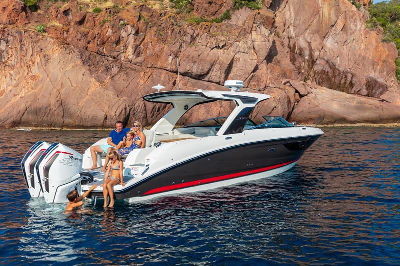 2020-SLX-R-350-Outboard-Lifestyle-2.jpg