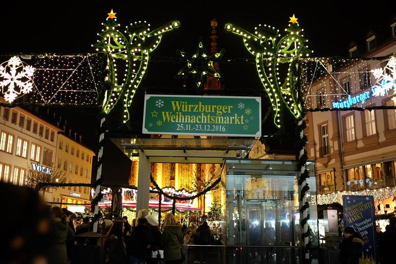 Wurzburg_ChristmasMarket-161126-41.jpg