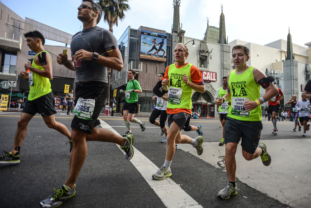 . Runners pass in front of the Chinese Theater on Hollywood blvd. during the 28th Los Angeles Marathon.  Photo by David Crane/Staff Photographer