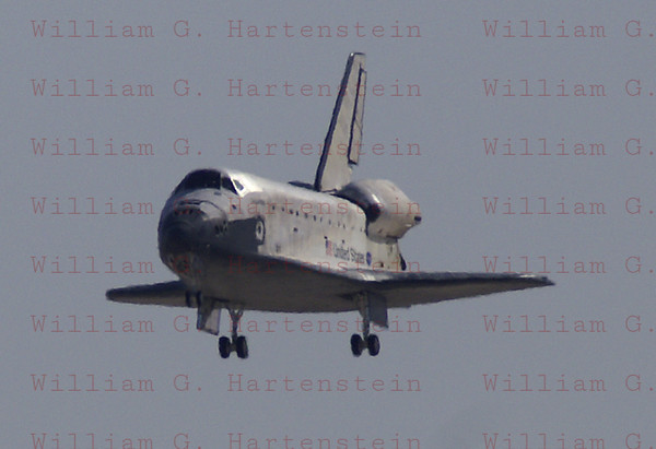 STS-125 Atlantis landing at Edwards AFB May 24, 2009