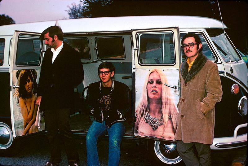 2-Magic-Bus-and-friends-Dec-1969.jpg