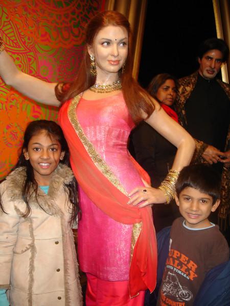 swati and kids in London 2008 156.JPG