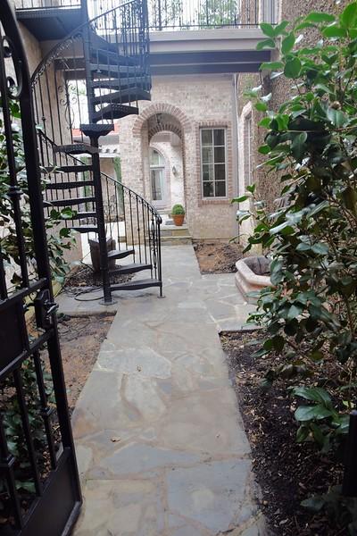 courtyard_makeover04.jpg