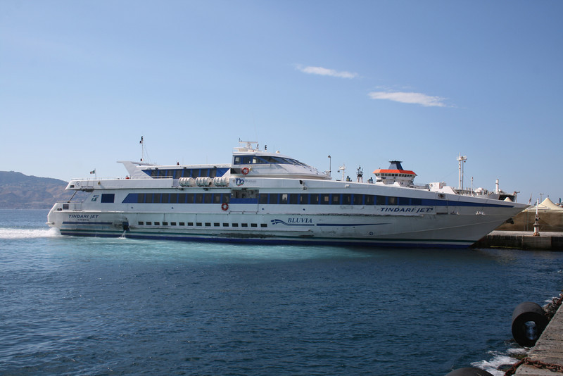 2010 - TINDARI JET arriving to Villa San Giovanni.