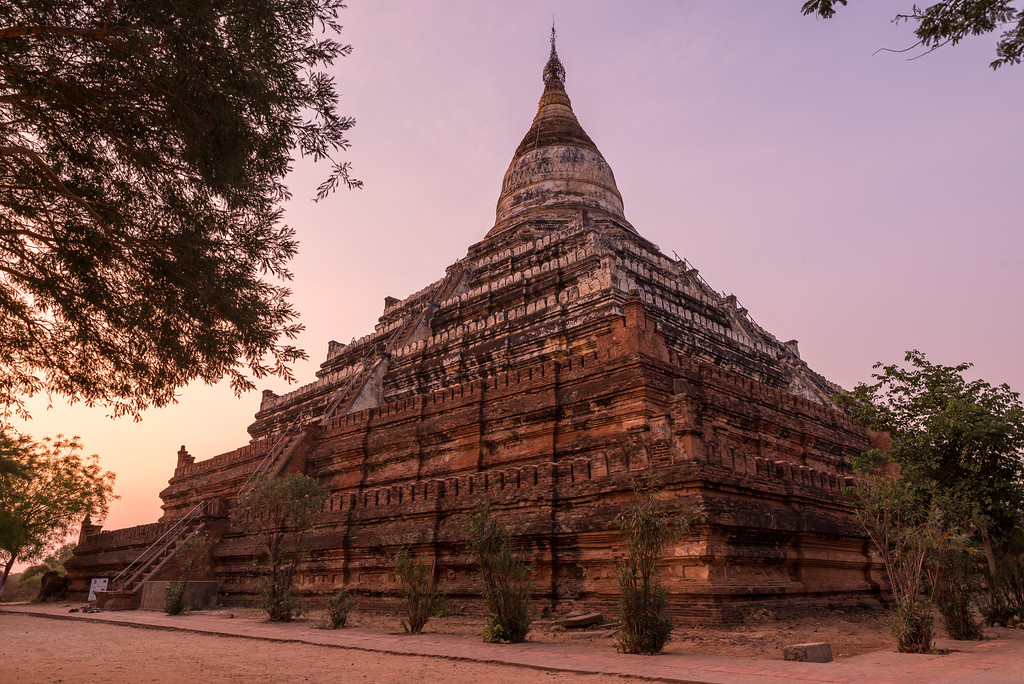 bagan sunrise. Time for prime position.