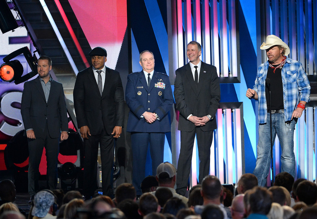 . (L-R) Actors Chris O\'Donnell and LL Cool J, U.S. Air Force Chief of Staff Gen. Mark A. Welsh III and USO President & CEO Brigadier Gen. (Ret.) John I. Pray Jr., and musician Toby Keith speak onstage during ACM Presents: An All-Star Salute To The Troops at the MGM Grand Garden Arena on April 7, 2014 in Las Vegas, Nevada.  (Photo by Ethan Miller/Getty Images for ACM)