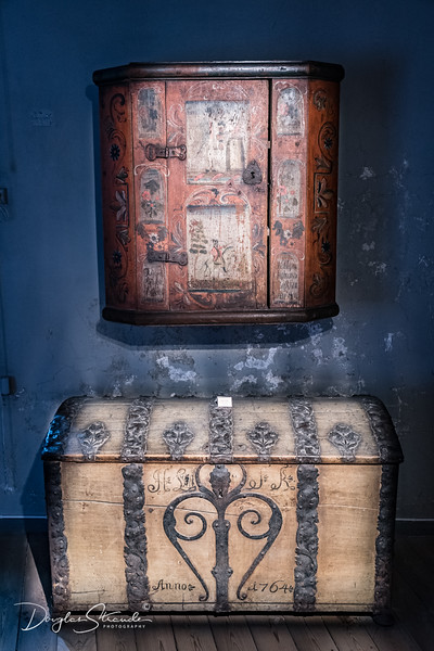 Cabinet & Trunk