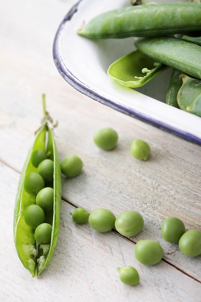fresh garden peas in pod