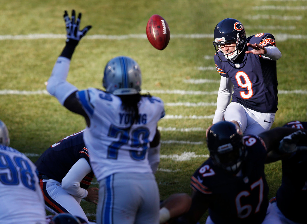 . Chicago Bears kicker Robbie Gould (9) kicks a field goal  against the Detroit Lions during the second half of an NFL football game, Sunday, Nov. 10, 2013, in Chicago. (AP Photo/Charles Rex Arbogast)