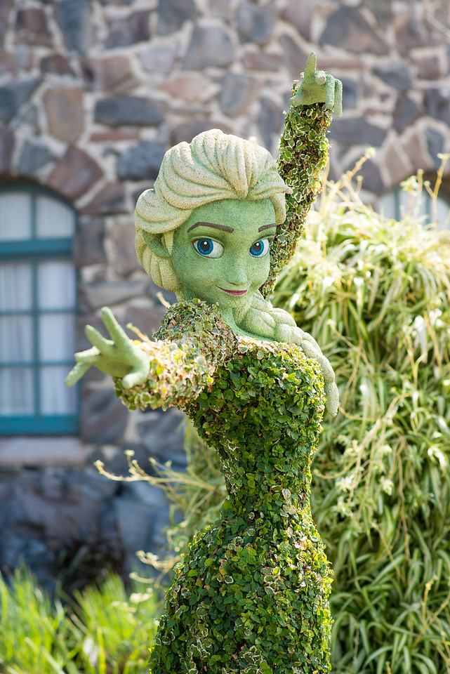 Elsa Topiary from Frozen - Epcot Flower & Garden Festival 2016