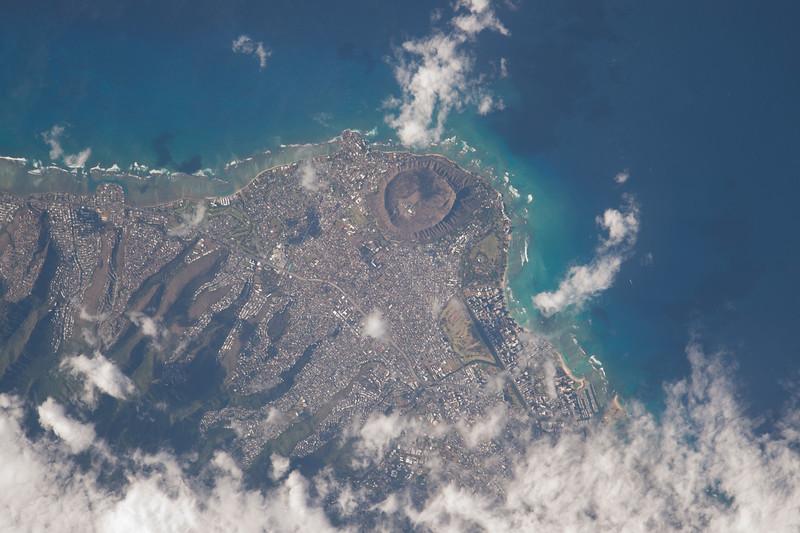 Just flew over you #Honolulu #Hawaii. Happy #MemorialDay! #YearInSpace