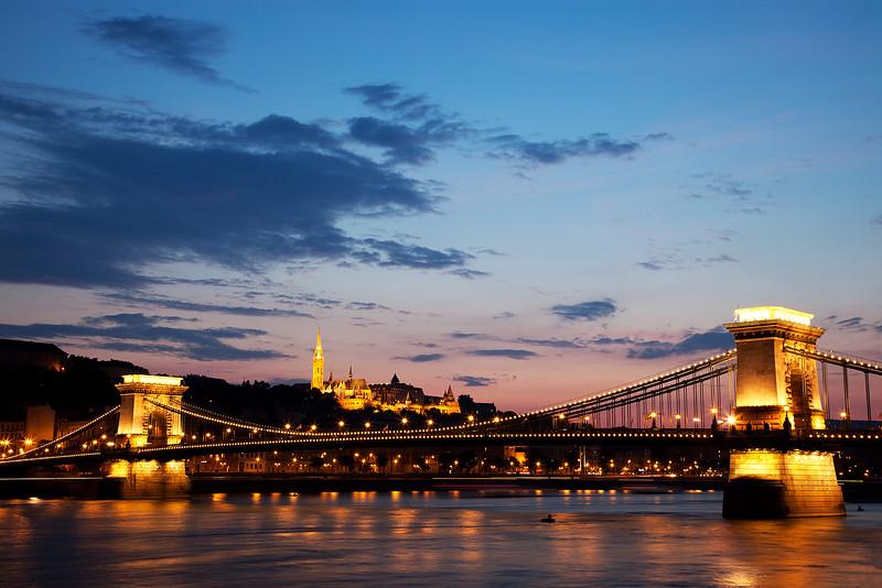 Budapest-chain-bridge.jpg