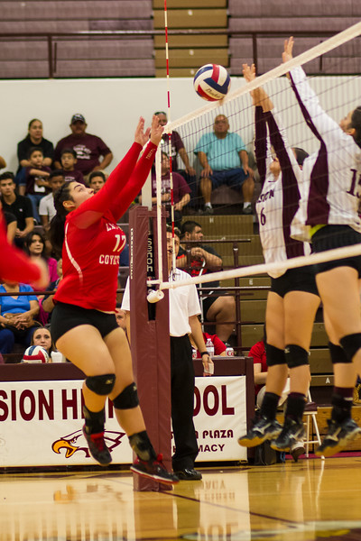 2016 10 04 Mission v La Joya Volleyball_dy-23.jpg