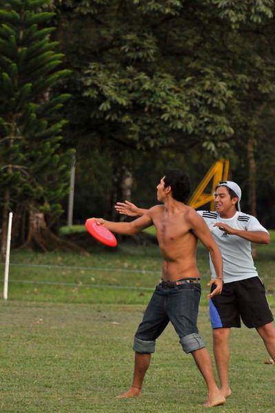 042409Ultimate Frisbee @ EARTH143.jpg