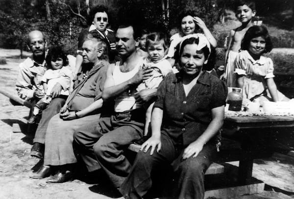 1940, Family Picnic