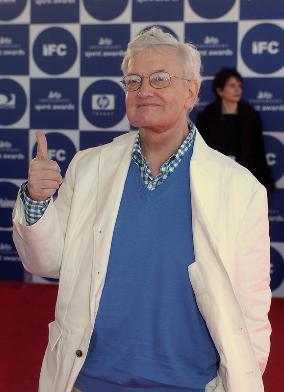. Film critic Roger Ebert gives a thumbs up as he arrives for the 2004 IFP Independent Spirit Awards on In Santa Monica, Calif., on Saturday, Feb. 28, 2004. (AP Photo/Chris Pizzello)