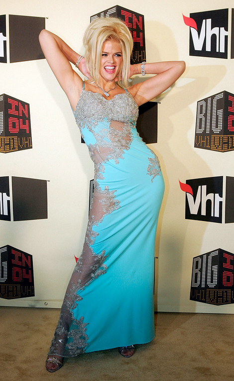 . Anna Nicole Smith poses as she arrives for the VH1 Big in \'04 awards, Wednesday night, Dec. 1, 2004, in Los Angeles. The show will air on Dec. 5. (AP Photo/Mark J. Terrill)