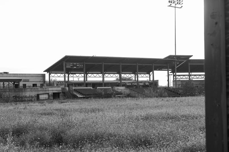 2019-05-27 Abandoned LaGrave Field 009.jpg